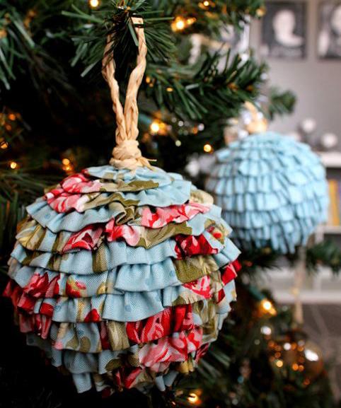 glob-imbracat-in-textil