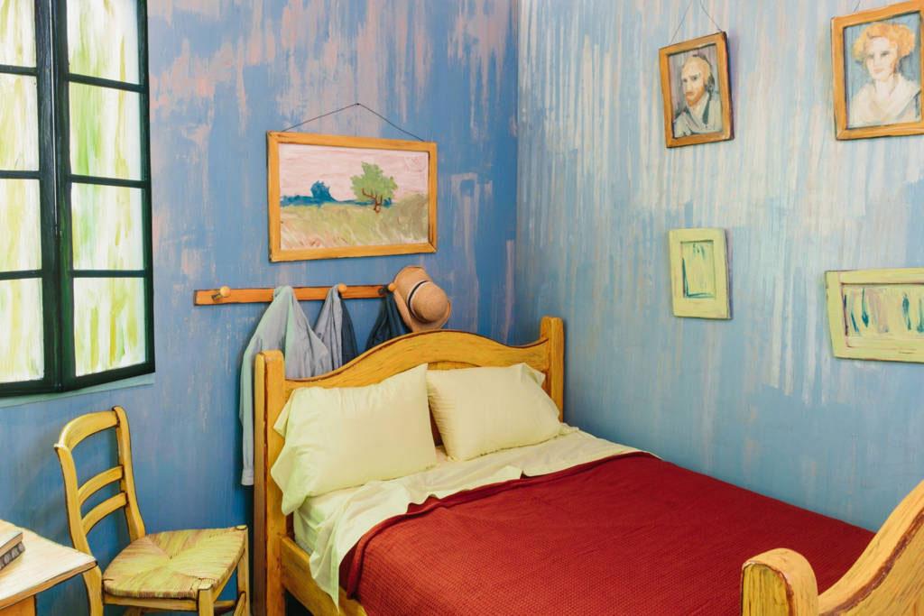 De inchiriat: dormitor recreat dupa un tablou de Van Gogh