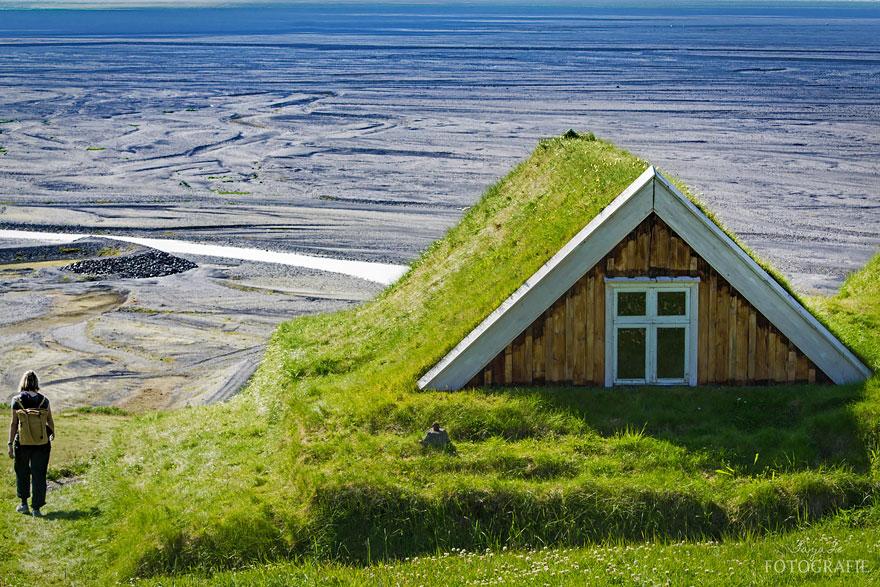 casa cu acoperis verde 9