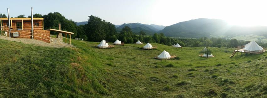 Ursa Mica: primul camping de lux din Romania