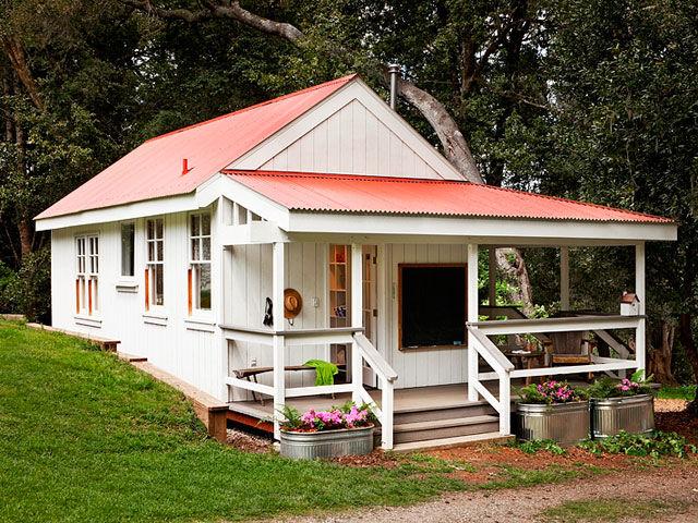 case-mici-din-lemn-alb