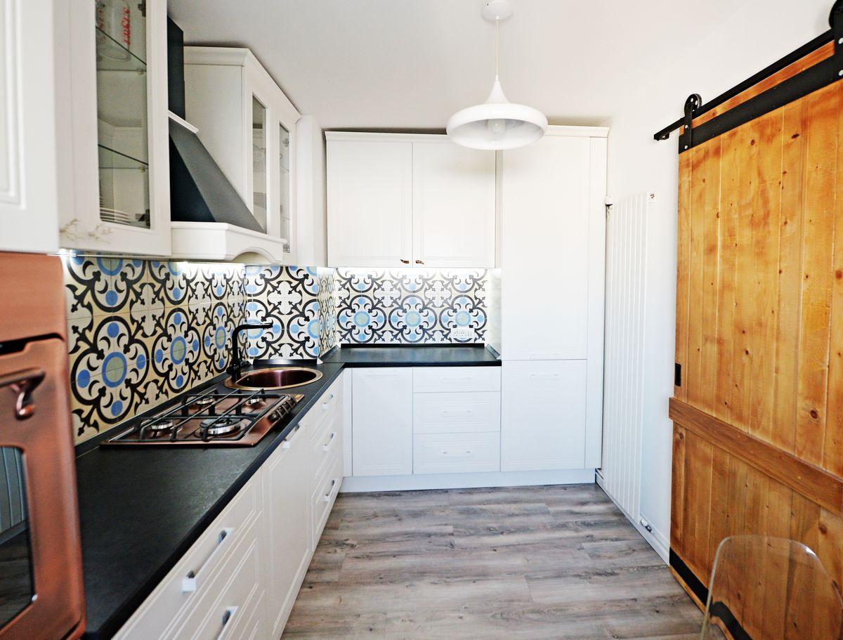 usa-lemn-masiv-pentru-bucatarie