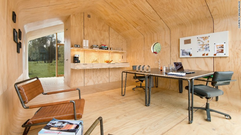 casa ecologica din carton ondulat