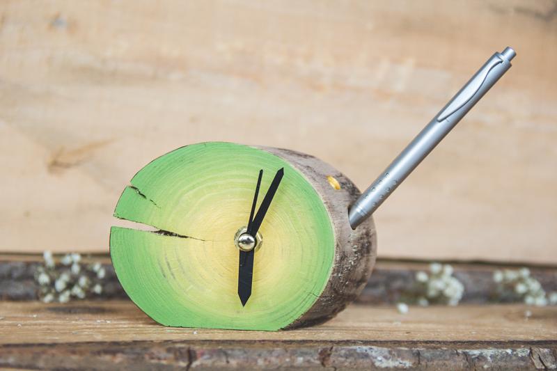 ceasuri din lemn cu suport de pix