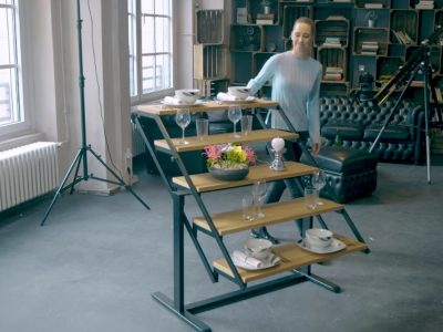 Mobilier transformabil: etajeră ce devine masă de dining