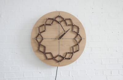 Ceas din lemn care își schimbă forma pe parcursul unei zile? Da, există!