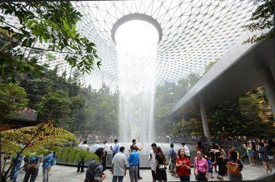 Aeroportul Changi, din Singapore, a fost extins cu un parc tropical