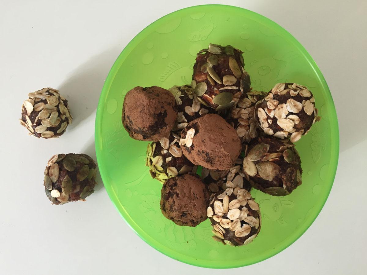 Raw vegan: bomboane cu dovleac si curmale