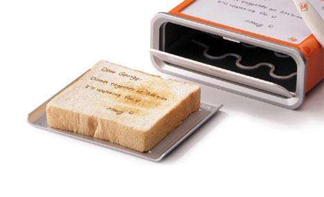 Toasterul-notepad: scrii un mesaj pe el, iar mesajul se imprima pe paine