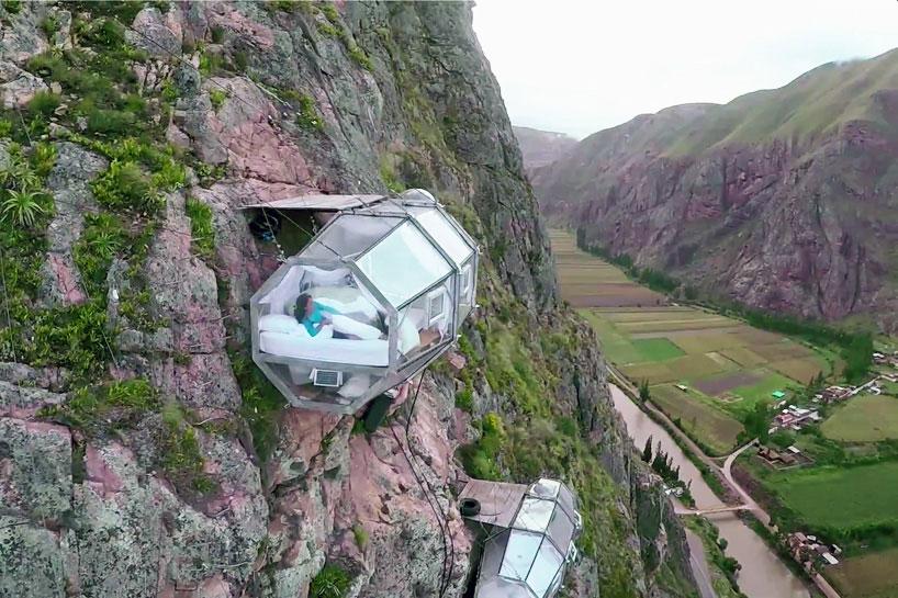 Pentru iubitorii de adrenalina: cazare in capsule suspendate de stanca