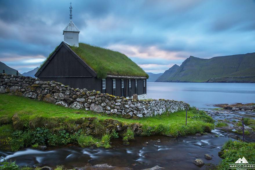 10 case superbe cu acoperis verde