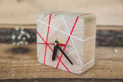Ceasuri din lemn, pictate manual, fabricate in Romania