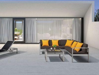 Adu livingul la exterior cu mobilier de grădină modern și confortabil